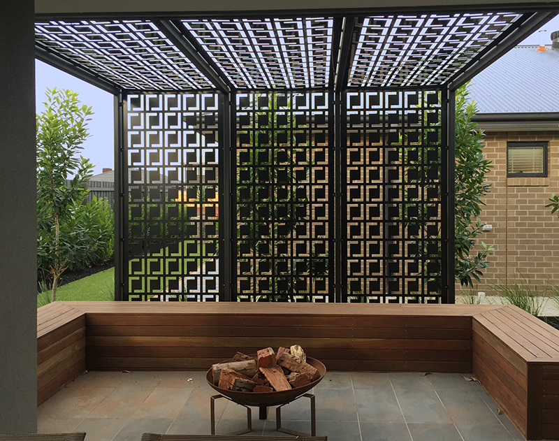 outdoor retractable screen